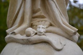 wąż miażdżony stopą Maryi,